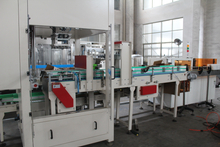 Automatic carbon feeding machine